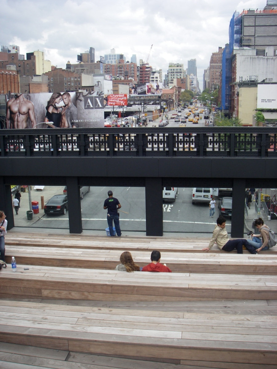 The High Line makes the street a theatre