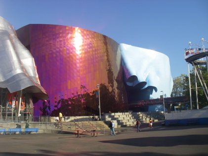 The light reflecting of the EMP building was breathtaking