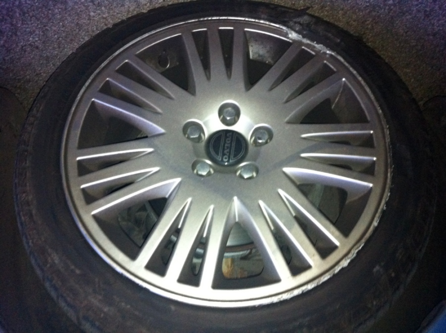 Volvo alloy wheel required - One less than careful owner