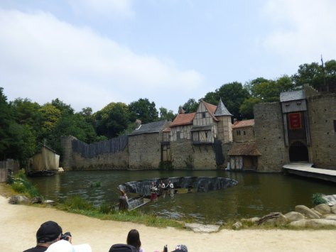 And then the round table is revealed at Puy du Fou