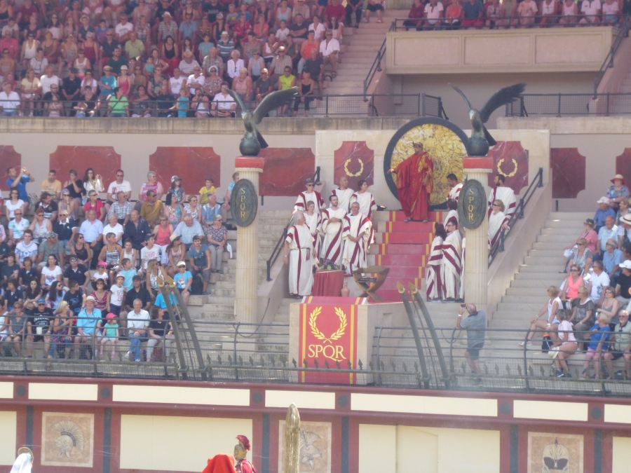 Caesar gives a thumbs down to the prisoners at the roman show at Puy du Fou