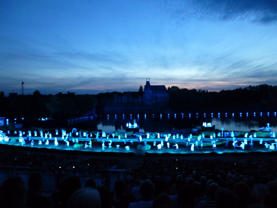 it's when you see the cast appear you realise the scale of the Cinescenie show at Puy du Fou