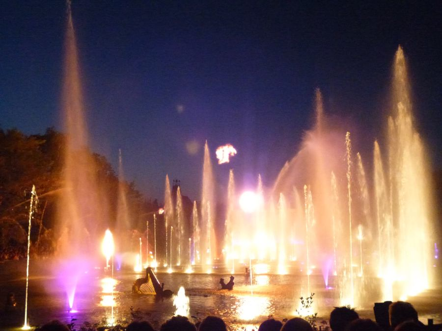 Massive fountains and huge brilliant music at the Organs of Fire at Puy du Fou