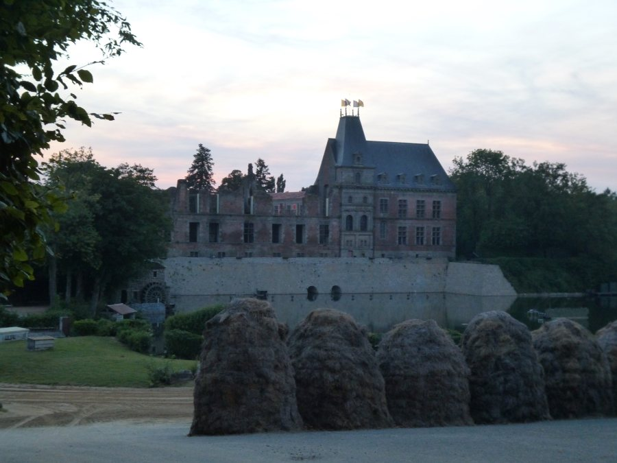 The back of the Chateau at Cinescenie before it wnt dark at Puy du Fou