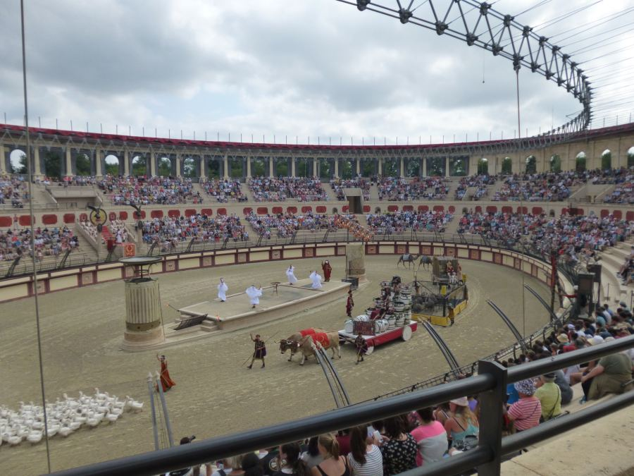 The Roman show (Triumph's Sign) begins in front of 7,000 people at Puy du Fou